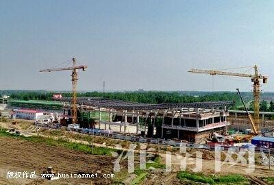 凤台南站站房钢网架施工完成